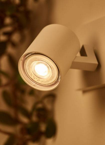 Philips-classic-LED-spot-DimTone-hero_th